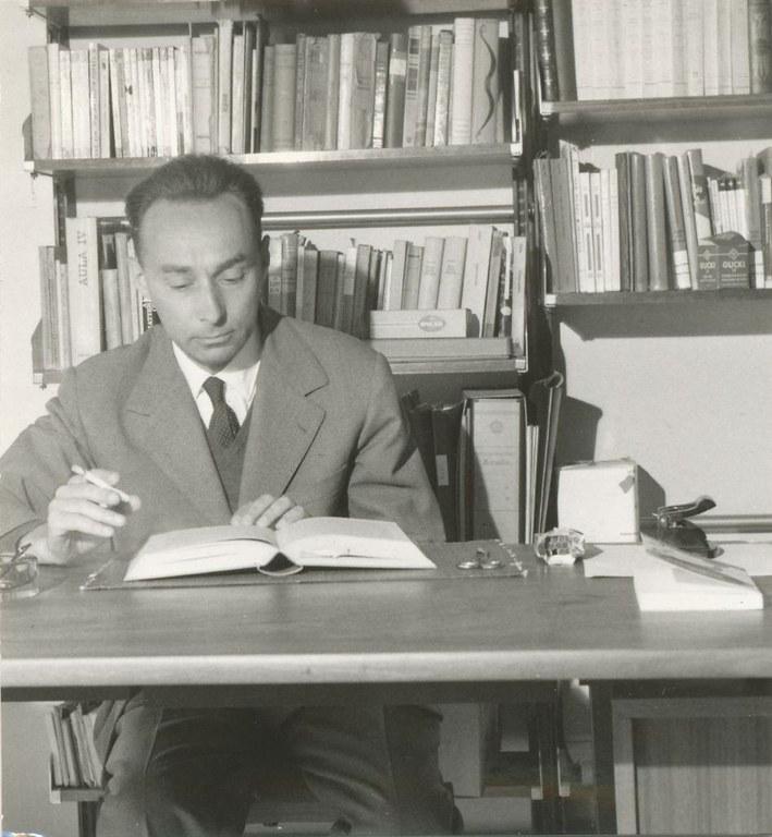 01_Primo_Levi_(1960).jpg